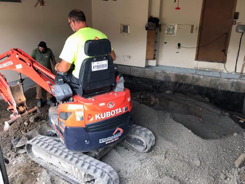 Excavation Fondasec - enlèvement de remblai, rupture de béton, pierre concassée, humidité, moisissure, fissuration du sol, effritement du sol. | Fondasec.com