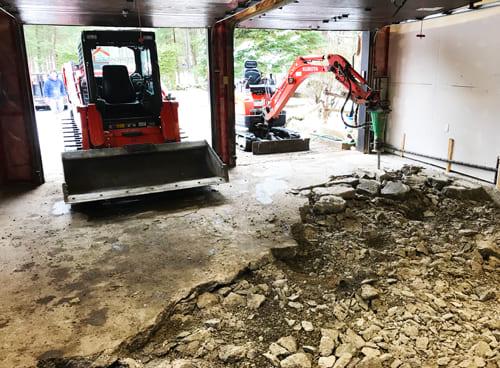 Excavation Fondasec - plancher de garage, bris de ciment, enlever le remblai, béton, pierre concassée, nouvelle dalle, dalle de béton, plancher de béton.   Fondasec.com