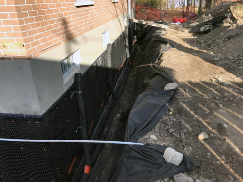 Fondasec Excavation | French drains and Foundation membranes, seal cracks, metal rebar, hydraulic cement, steel plates, crushed stone, excavate, french drain, blue skin | Fondasec.com